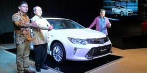 India-bound 2015 Toyota Camry Facelift launched in Indonesia